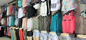 Praca w sklepie z odzieżą – plusy i minusy