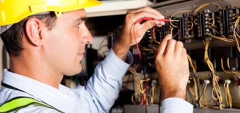 Zawód: elektryk. Nauka zawodu, zarobki i perspektywy