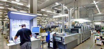 Usługi profesjonalnej drukarni – nadruki, ulotki, wizytówki – jakie płyną z nich korzyści dla firmy?