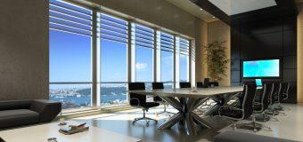 Światło dzienne czy sztuczne w biurze? Co wybrać?