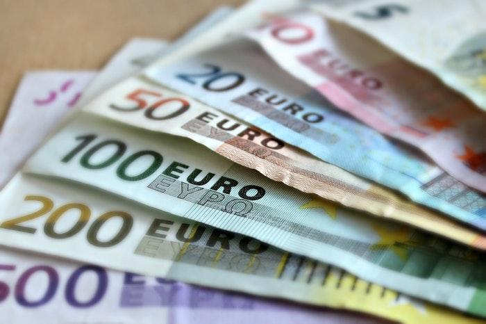 bank-note-euro-bills-paper-money-63635 (2)