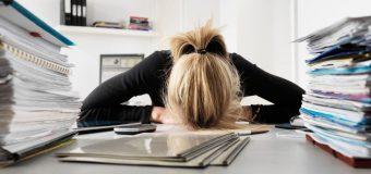 Jakie są najczęstsze objawy przemęczenia w pracy? Jak im zaradzić?