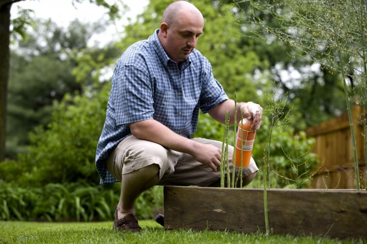 man-enjoy-gardening-725x483