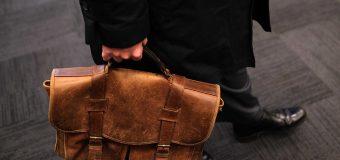 Plecak czy torba – co wypada nosić mężczyźnie pracującemu bardziej?