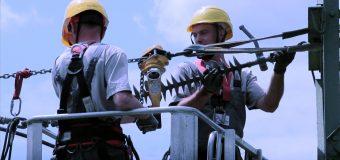 Awaria prądu w firmie i wymuszony postój – co z wypłatą?