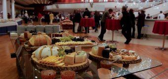 Dlaczego warto skorzystać z cateringu na imprezie firmowej?