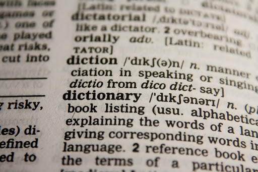 Nauka przed egzaminem wymaga wykorzystania specjalistycznych słowników