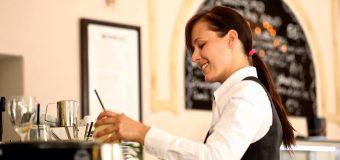 Praca kelnera – na czym polega i jak ją znaleźć?