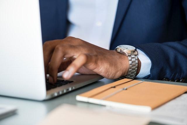 adult-businessman-desk-1059122