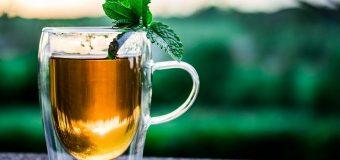 Pijesz herbatę w pracy? Sprawdź jakie to niesie korzyści