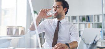 Dlaczego warto mieć dystrybutor wody w biurze