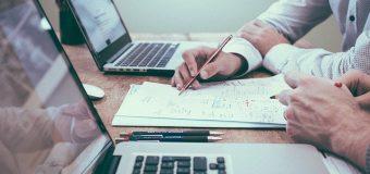 Konsultacje biznesowe dla firm – jak zbudować pozycję na rynku?