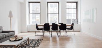 Lampki na biurko – kreślarskie, bankierskie, a może z klipsem?