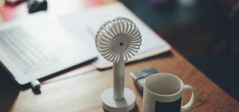 Praca biurowa w lecie – jak walczyć z wysokimi temperaturami?