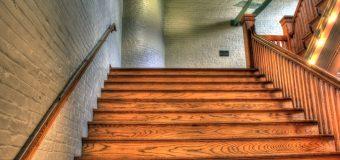 Schody i stopnice – jakie drewno wybrać?