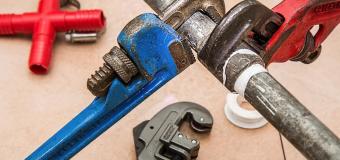 Wybór odpowiedniego hydraulika – 3 sprawdzone porady